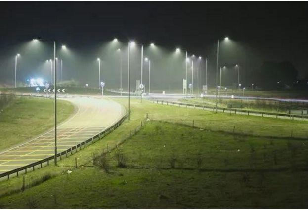 """英国""""超级智能""""路灯可监测PM2激光管.5激光管"""